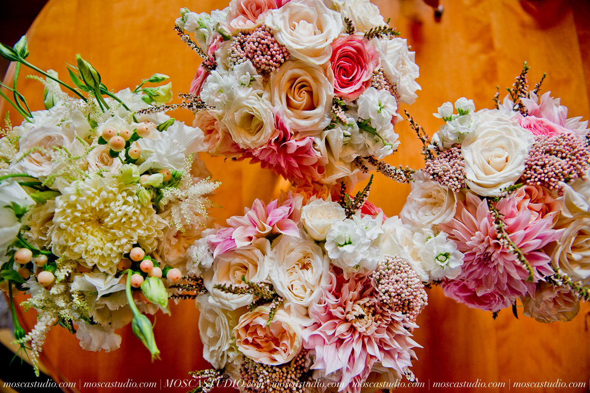 00099-MoscaStudio-Red-Ridge-Farms-Oregon-Wedding-Photography-20150822-SOCIALMEDIA.jpg