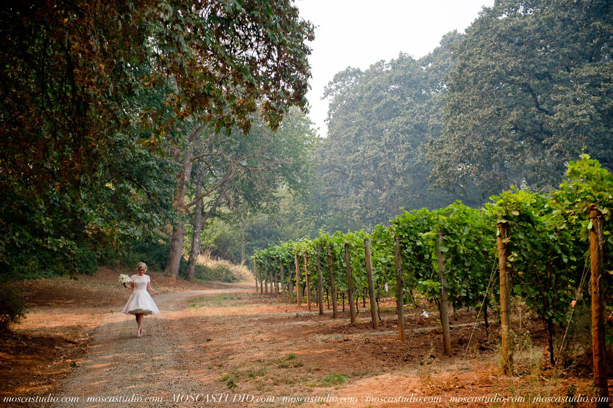 00119-MoscaStudio-Red-Ridge-Farms-Oregon-Wedding-Photography-20150822-SOCIALMEDIA.jpg