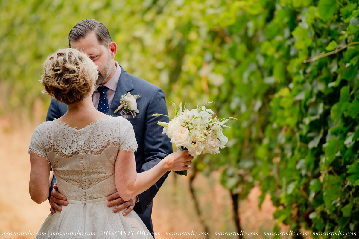 00128-MoscaStudio-Red-Ridge-Farms-Oregon-Wedding-Photography-20150822-SOCIALMEDIA.jpg