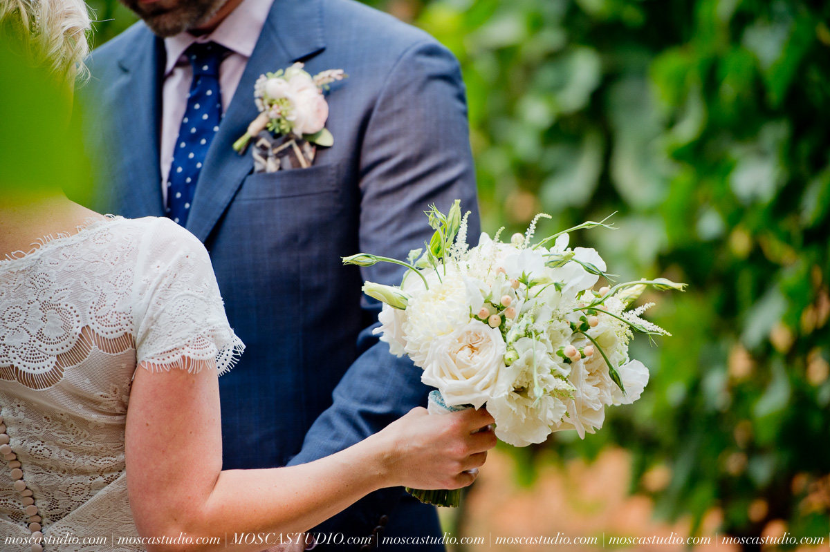 00133-MoscaStudio-Red-Ridge-Farms-Oregon-Wedding-Photography-20150822-SOCIALMEDIA.jpg