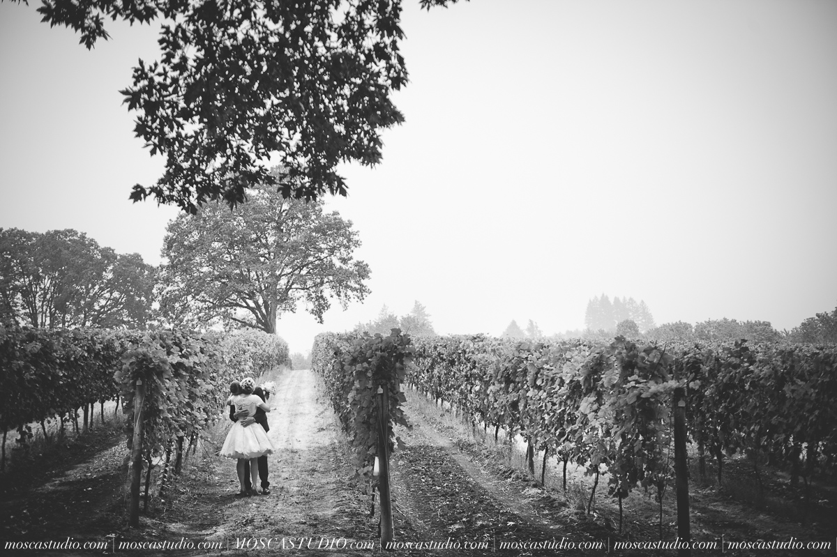 00134-MoscaStudio-Red-Ridge-Farms-Oregon-Wedding-Photography-20150822-SOCIALMEDIA.jpg