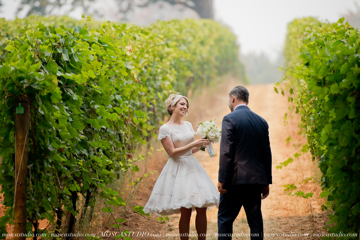 00137-MoscaStudio-Red-Ridge-Farms-Oregon-Wedding-Photography-20150822-SOCIALMEDIA.jpg