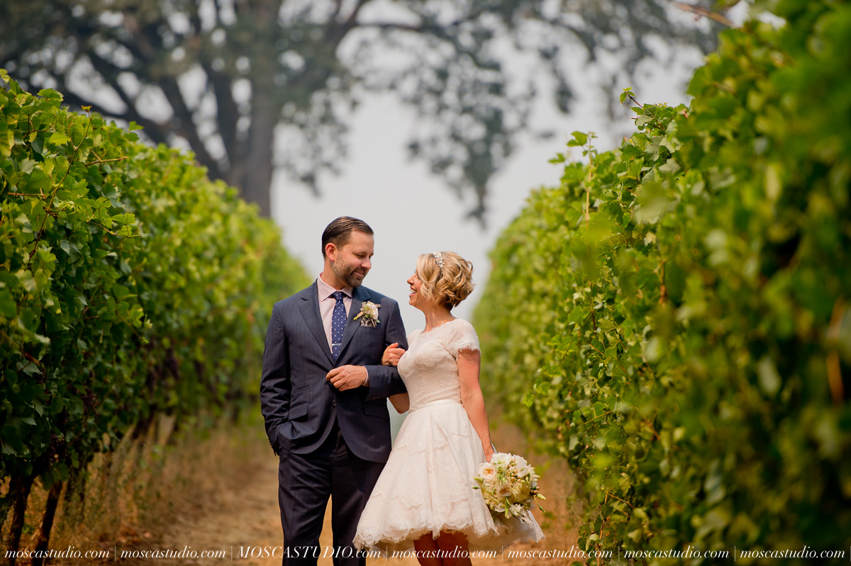 00150-MoscaStudio-Red-Ridge-Farms-Oregon-Wedding-Photography-20150822-SOCIALMEDIA.jpg
