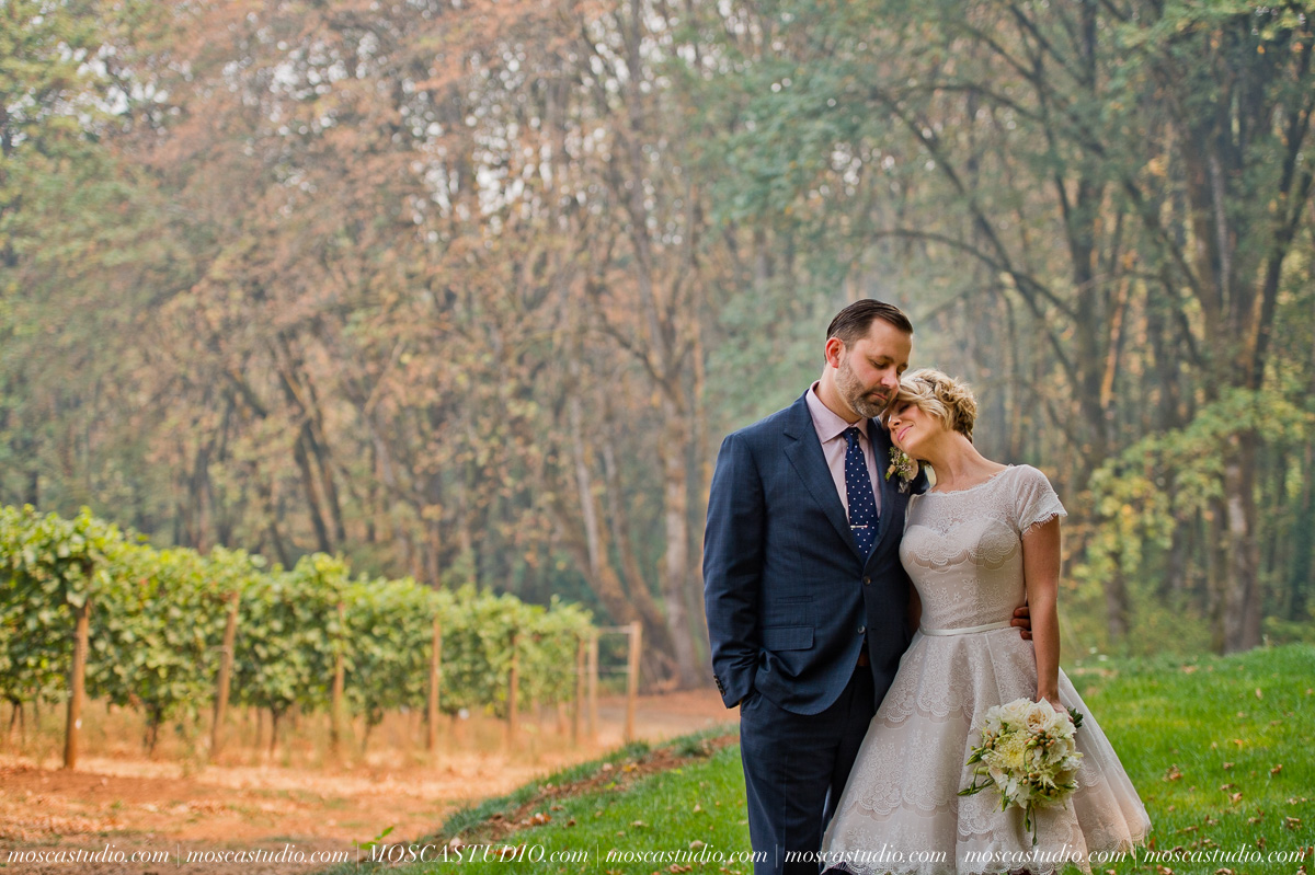 00156-MoscaStudio-Red-Ridge-Farms-Oregon-Wedding-Photography-20150822-SOCIALMEDIA.jpg