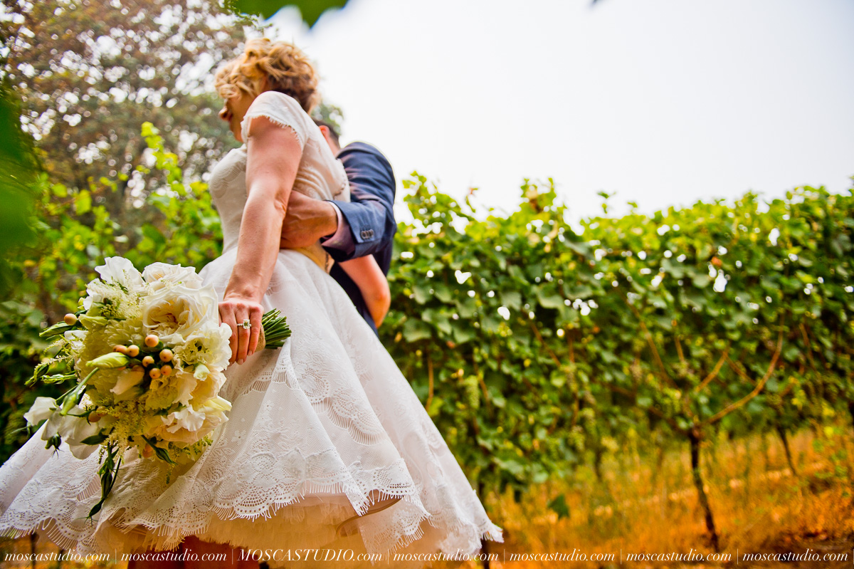 00155-MoscaStudio-Red-Ridge-Farms-Oregon-Wedding-Photography-20150822-SOCIALMEDIA.jpg