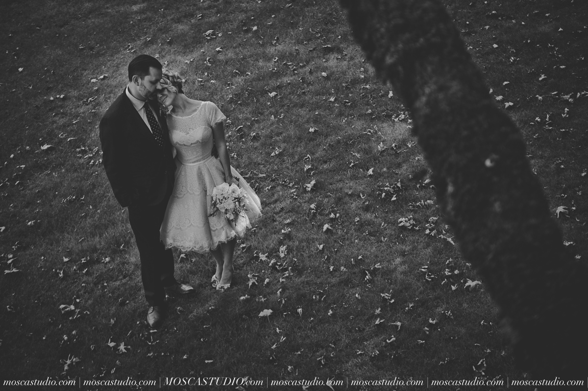 00157-MoscaStudio-Red-Ridge-Farms-Oregon-Wedding-Photography-20150822-SOCIALMEDIA.jpg