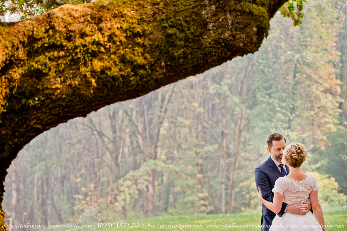 00158-MoscaStudio-Red-Ridge-Farms-Oregon-Wedding-Photography-20150822-SOCIALMEDIA.jpg