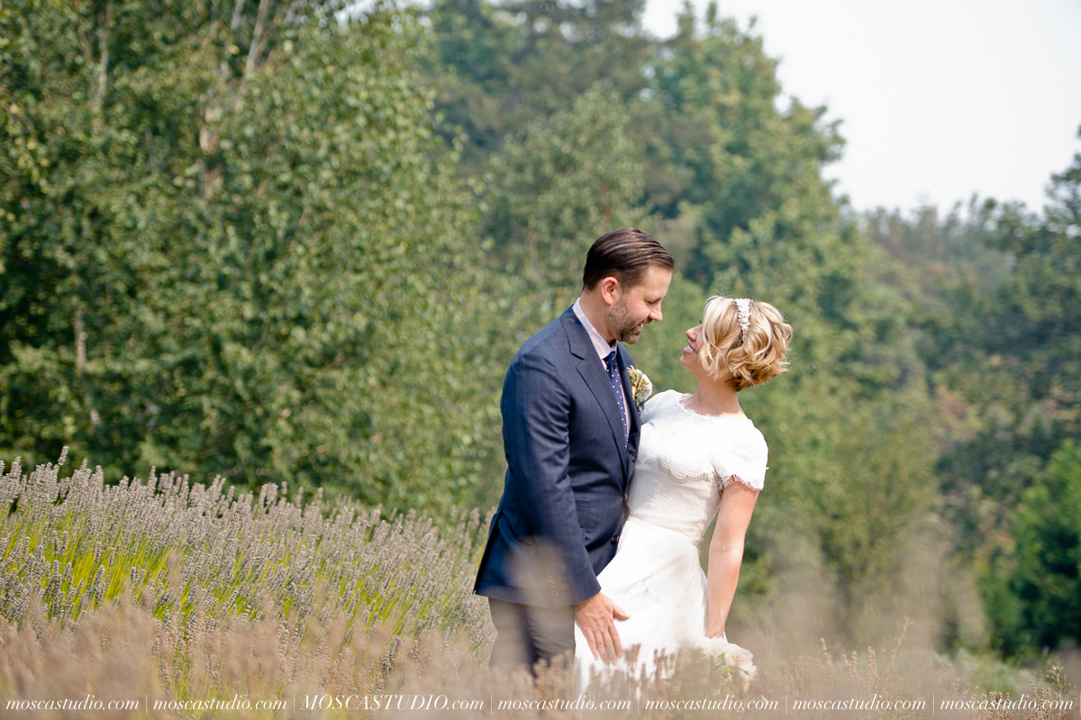 00169-MoscaStudio-Red-Ridge-Farms-Oregon-Wedding-Photography-20150822-SOCIALMEDIA.jpg