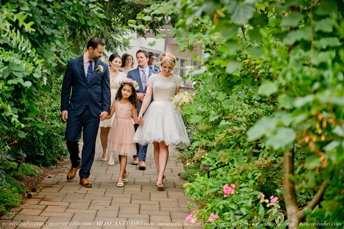 00191-MoscaStudio-Red-Ridge-Farms-Oregon-Wedding-Photography-20150822-SOCIALMEDIA.jpg