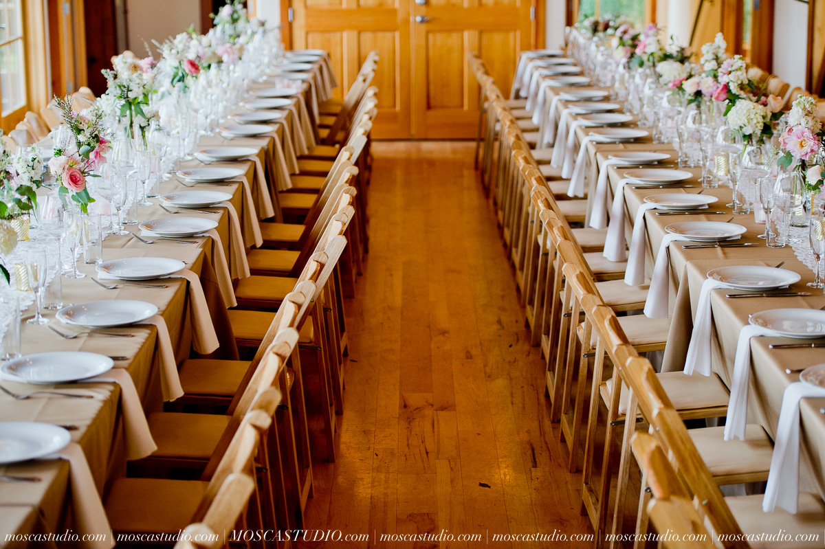 00207-MoscaStudio-Red-Ridge-Farms-Oregon-Wedding-Photography-20150822-SOCIALMEDIA.jpg