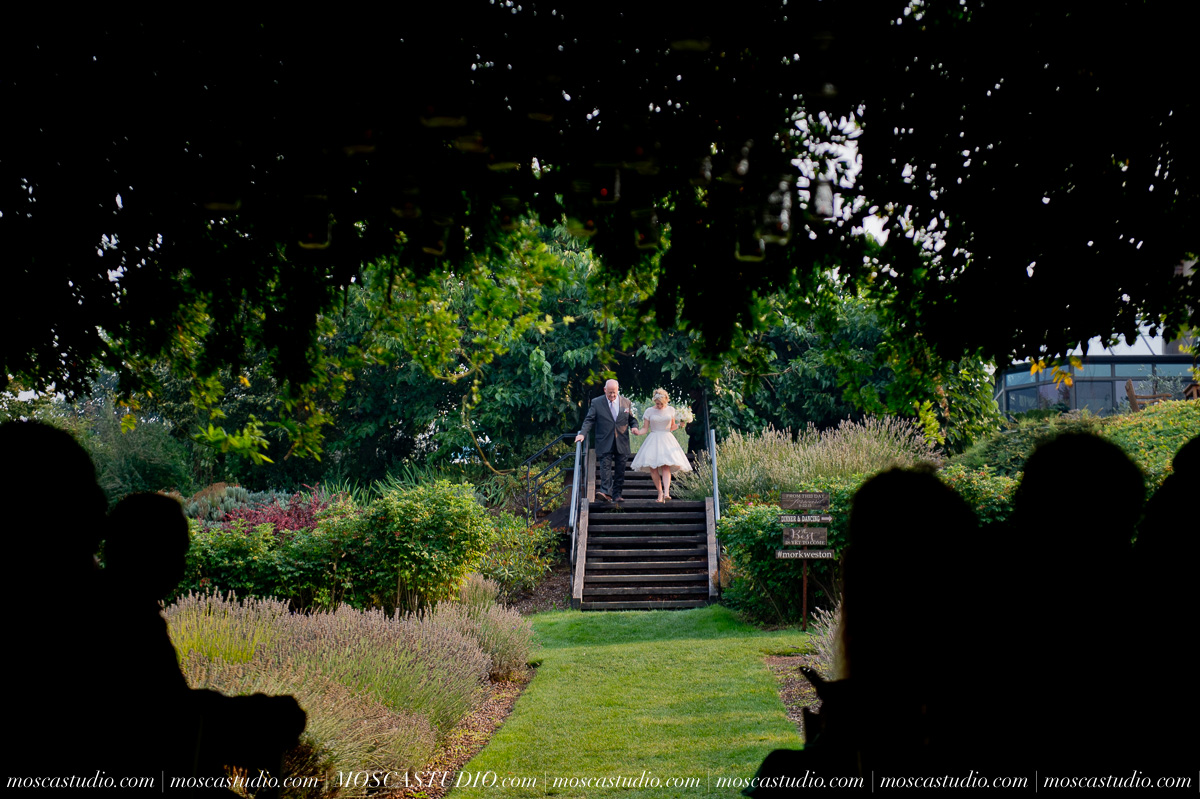 00286-MoscaStudio-Red-Ridge-Farms-Oregon-Wedding-Photography-20150822-SOCIALMEDIA.jpg