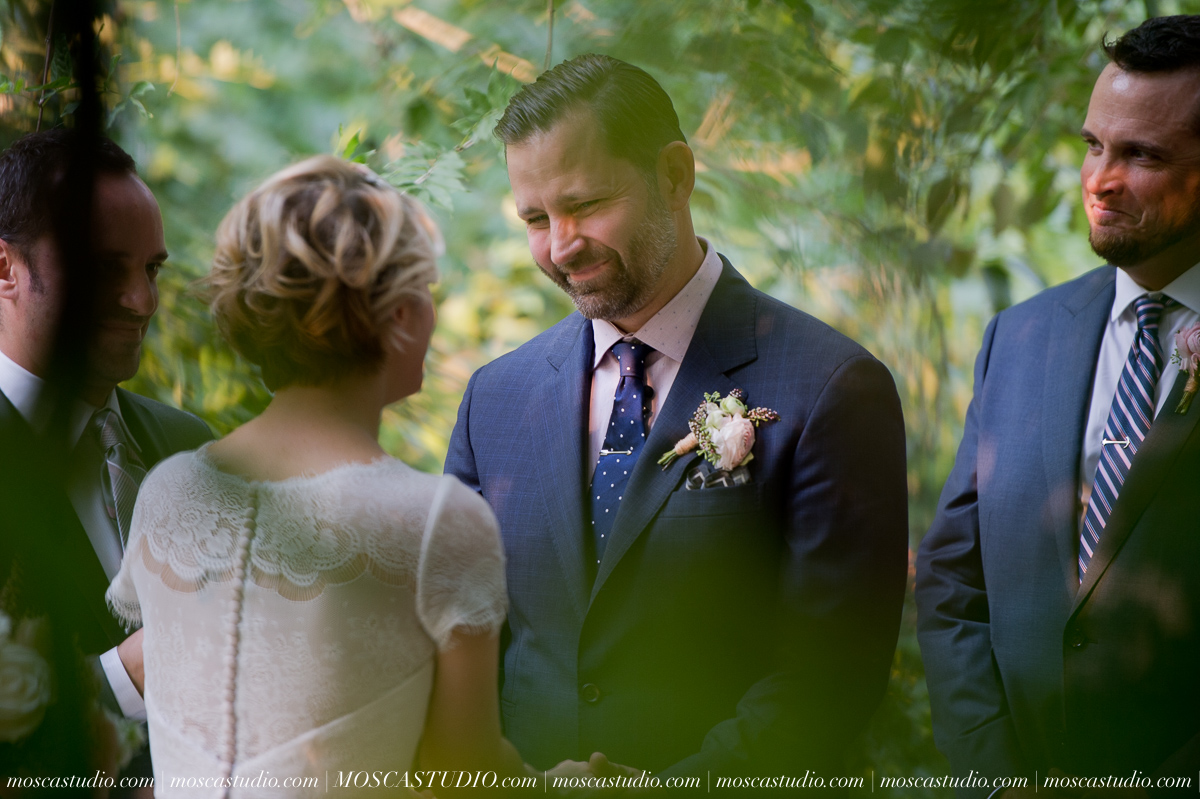 00295-MoscaStudio-Red-Ridge-Farms-Oregon-Wedding-Photography-20150822-SOCIALMEDIA.jpg