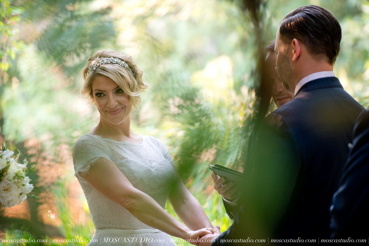00291-MoscaStudio-Red-Ridge-Farms-Oregon-Wedding-Photography-20150822-SOCIALMEDIA.jpg