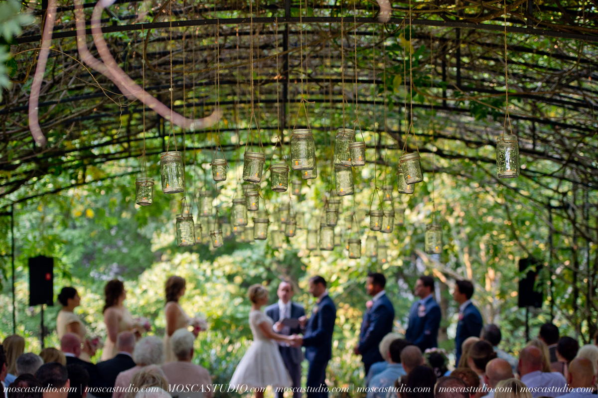 00299-MoscaStudio-Red-Ridge-Farms-Oregon-Wedding-Photography-20150822-SOCIALMEDIA.jpg