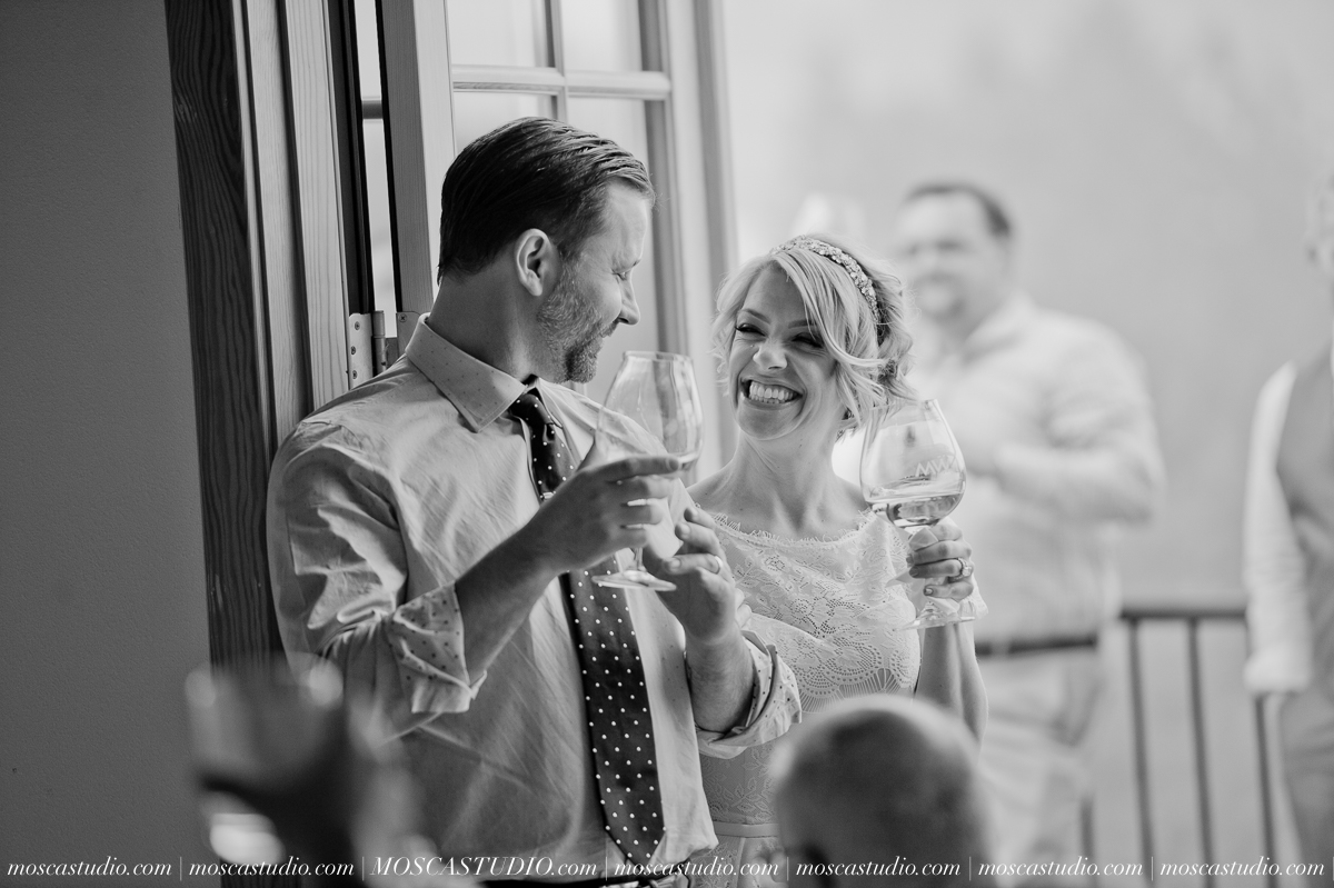 00346-MoscaStudio-Red-Ridge-Farms-Oregon-Wedding-Photography-20150822-SOCIALMEDIA.jpg