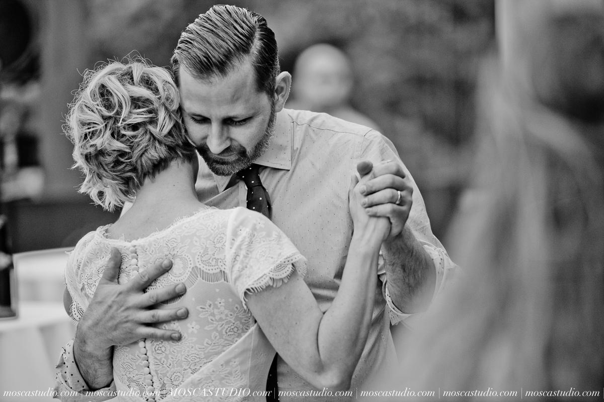 00370-MoscaStudio-Red-Ridge-Farms-Oregon-Wedding-Photography-20150822-SOCIALMEDIA.jpg