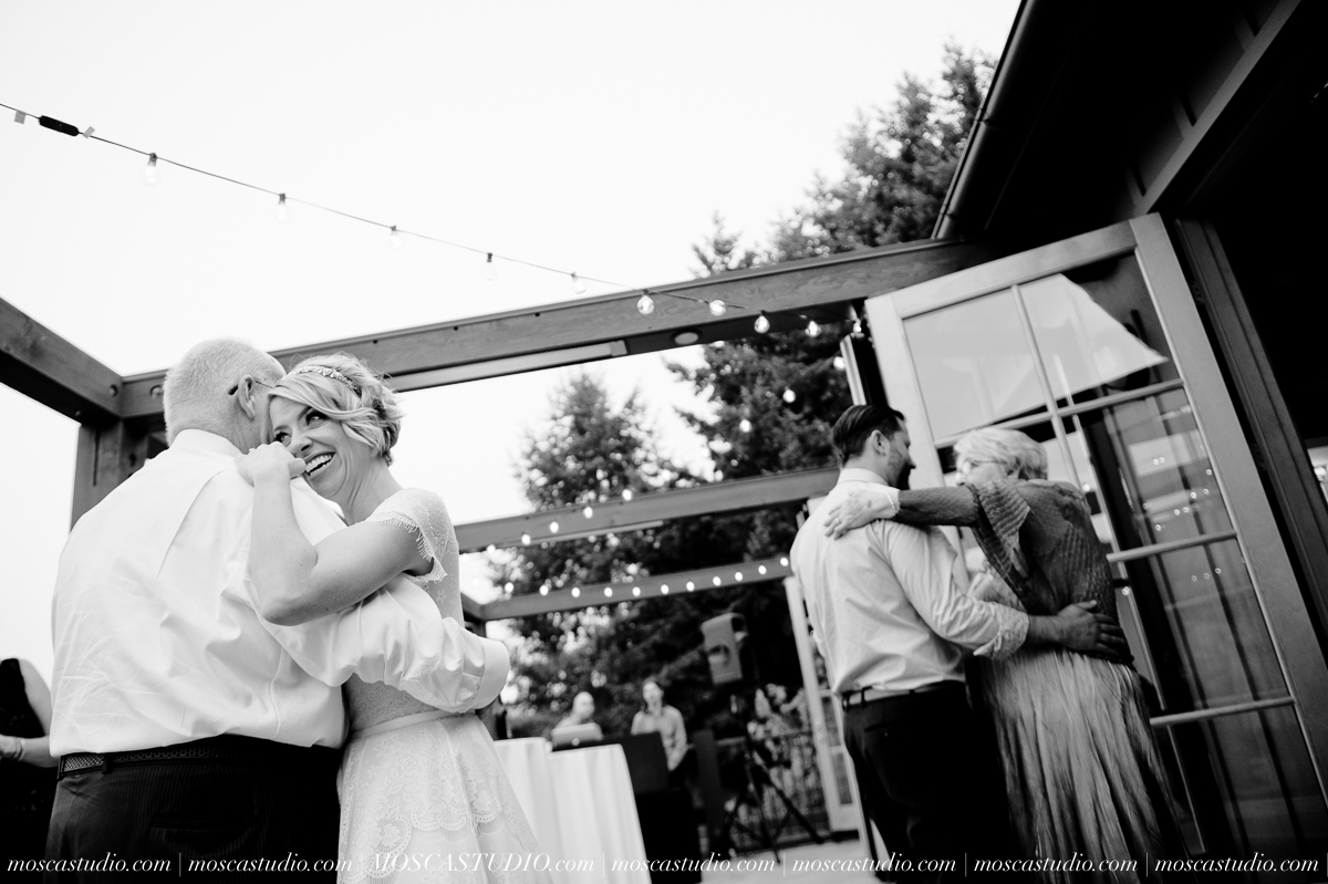 00387-MoscaStudio-Red-Ridge-Farms-Oregon-Wedding-Photography-20150822-SOCIALMEDIA.jpg
