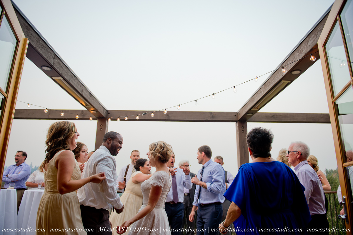 00393-MoscaStudio-Red-Ridge-Farms-Oregon-Wedding-Photography-20150822-SOCIALMEDIA.jpg