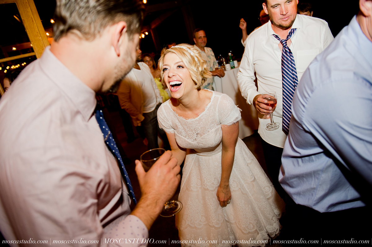 00399-MoscaStudio-Red-Ridge-Farms-Oregon-Wedding-Photography-20150822-SOCIALMEDIA.jpg