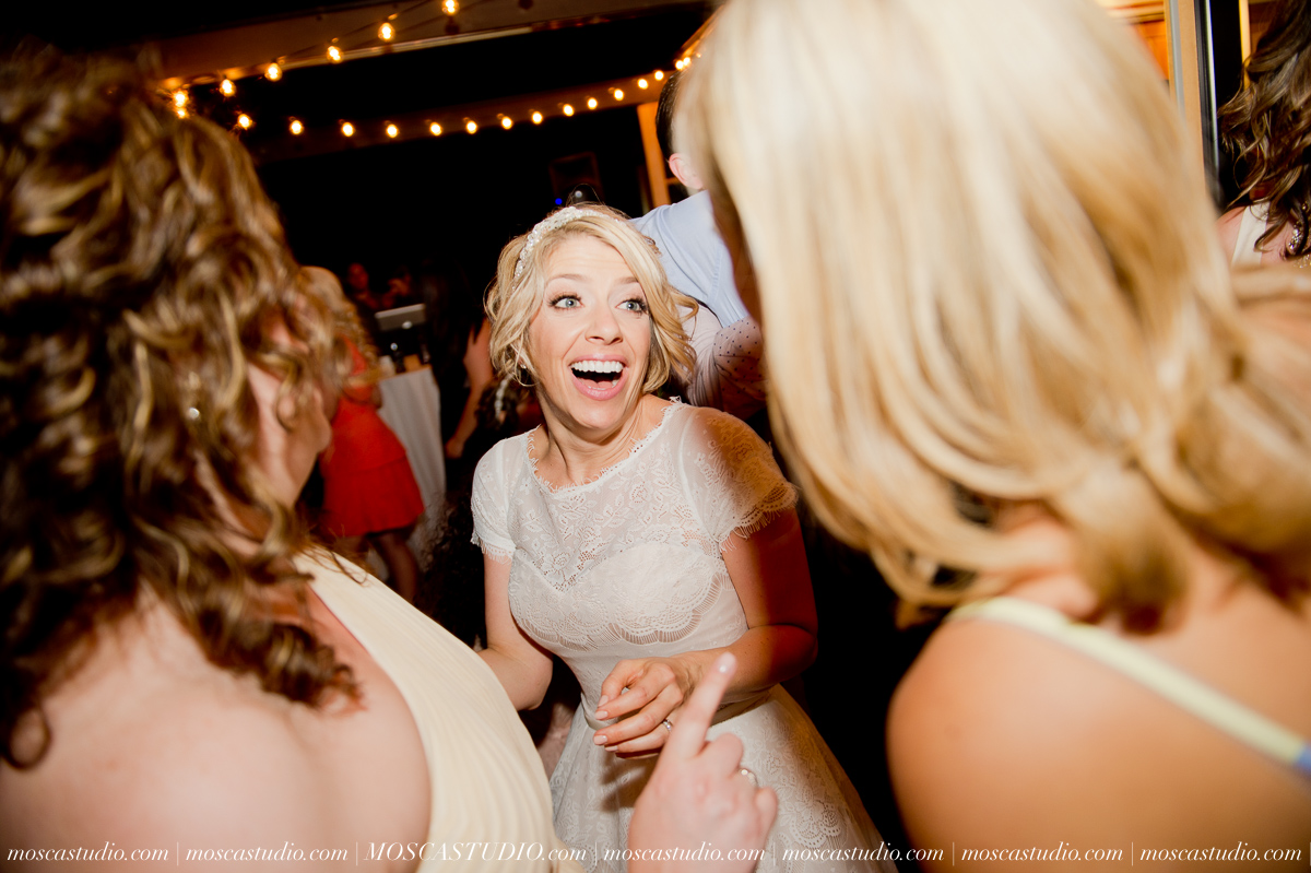 00408-MoscaStudio-Red-Ridge-Farms-Oregon-Wedding-Photography-20150822-SOCIALMEDIA.jpg