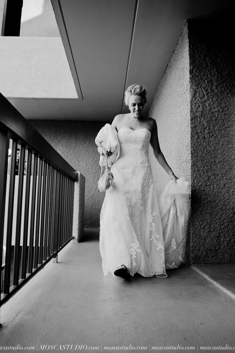 00019-MoscaStudio-AprilRyan-Maui-Hawaii-Wedding-Photography-20151009-SOCIALMEDIA.jpg