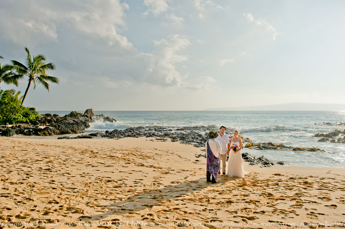 00155-MoscaStudio-AprilRyan-Maui-Hawaii-Wedding-Photography-20151009-SOCIALMEDIA.jpg