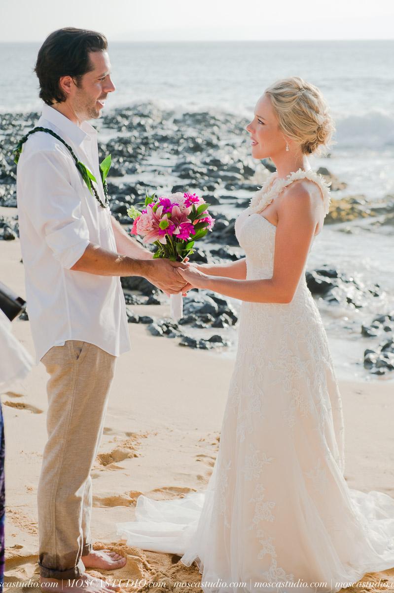 00224-MoscaStudio-AprilRyan-Maui-Hawaii-Wedding-Photography-20151009-SOCIALMEDIA.jpg