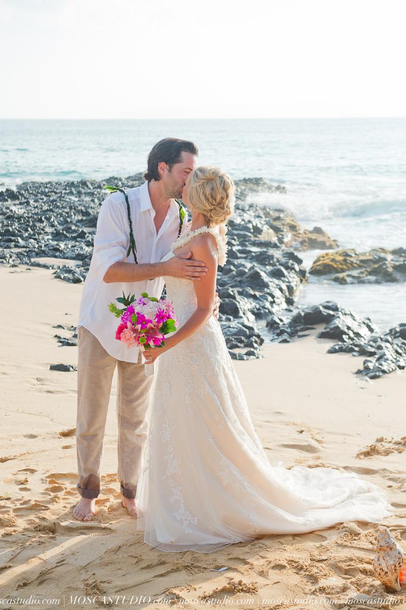 00355-MoscaStudio-AprilRyan-Maui-Hawaii-Wedding-Photography-20151009-SOCIALMEDIA.jpg