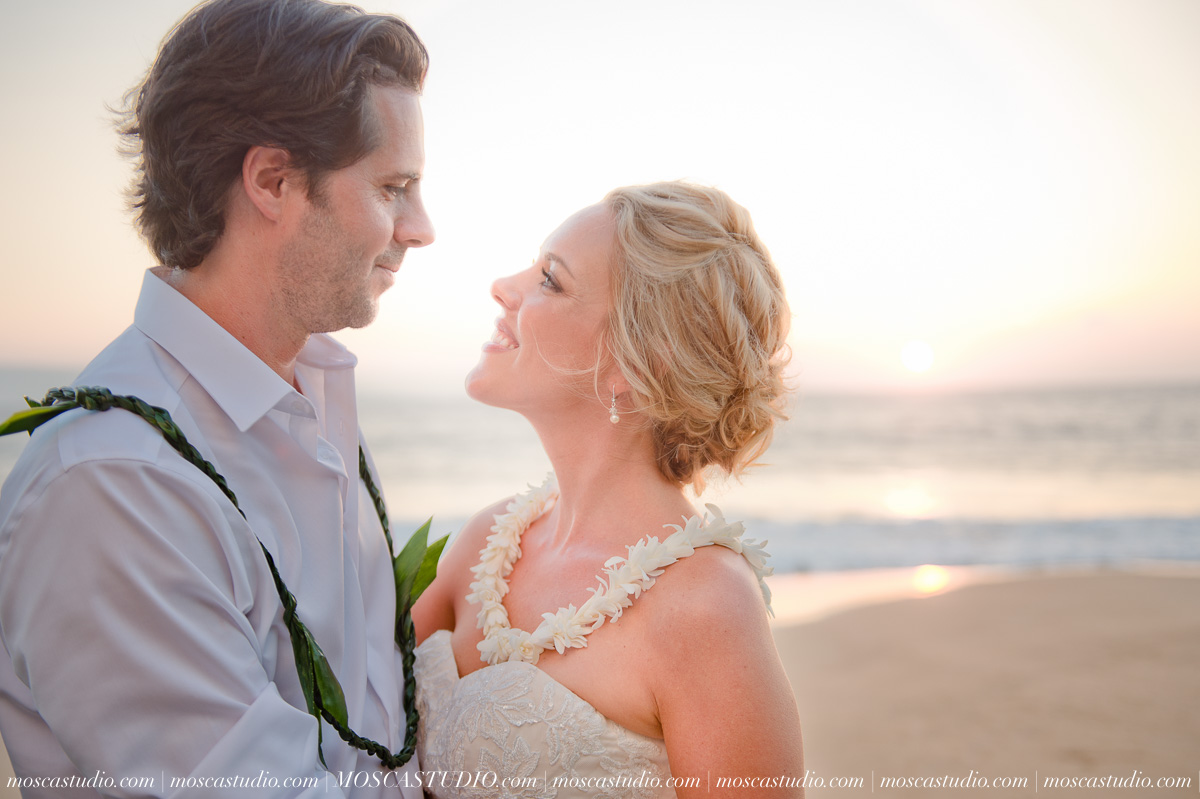00566-MoscaStudio-AprilRyan-Maui-Hawaii-Wedding-Photography-20151009-SOCIALMEDIA.jpg