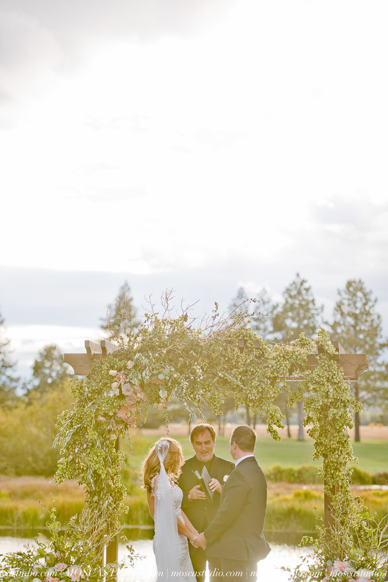 01416-moscastudio-kellyryan-sunriver-resort-wedding-20160917-SOCIALMEDIA.jpg