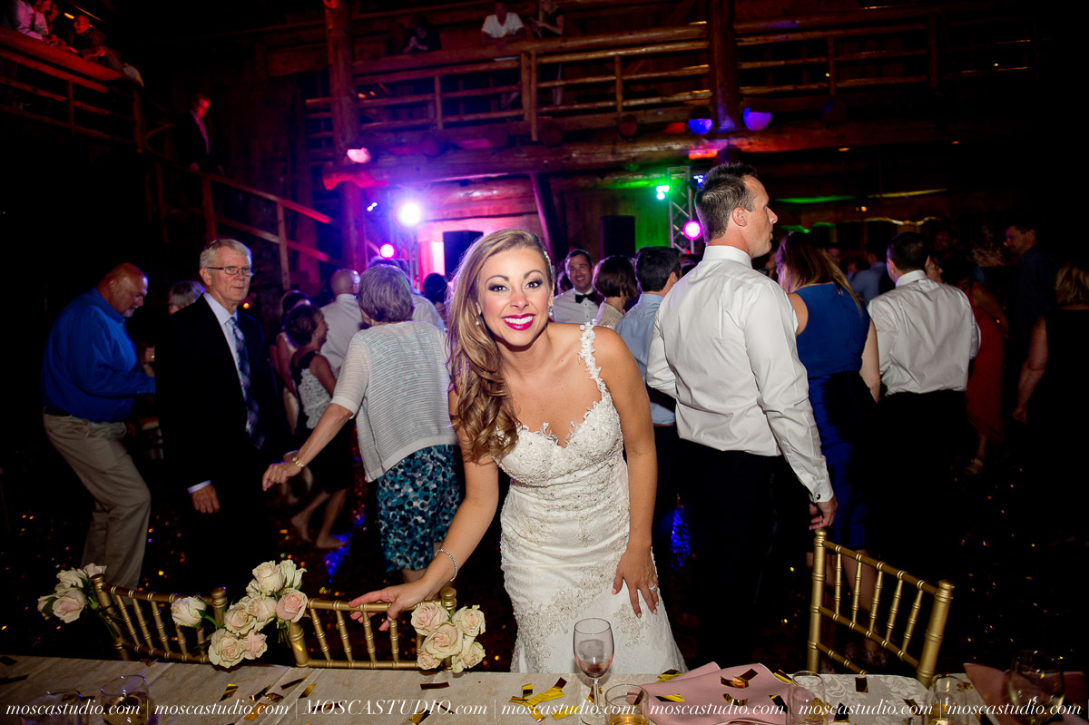 02252-moscastudio-kellyryan-sunriver-resort-wedding-20160917-SOCIALMEDIA.jpg