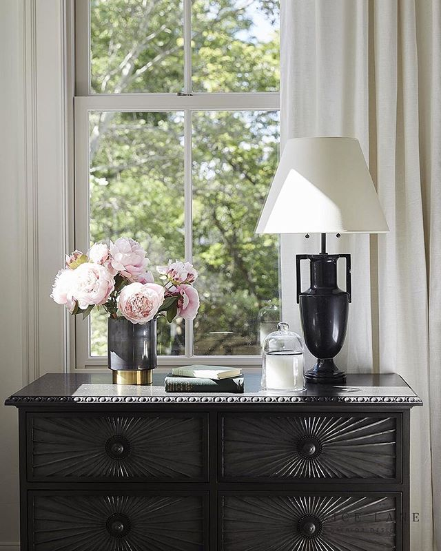 Styling inspiration today from Alice Lane Interiors' Tiger Oak project. Loving the clean but fun shapes of the pieces chosen for this nightstand!