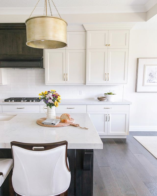 A little kitchen snapshot from our Highland photo shoot this past week! From the very first meeting, our client loved a high contrast, classic look. Sharing more photos and a look behind the scenes of this project next week!