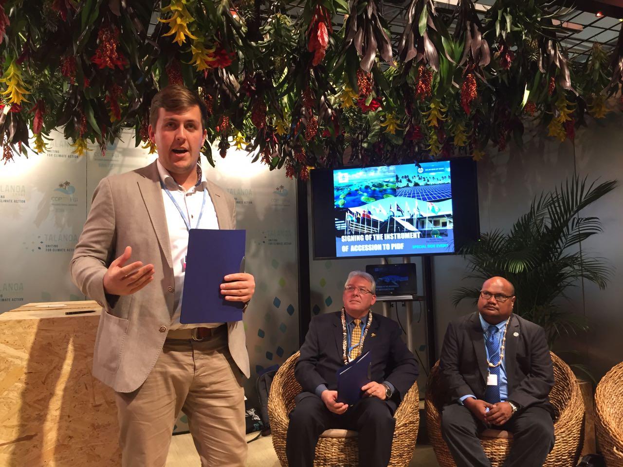 SHOS Director James Ellsmoor presents the model of enagagement with Palau.