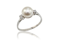 An elegant and feminine bridal option,  pearl engagement  rings have always been around. As their creamy texture is beautifully balanced by either white or gold settings, they are a versatile and timeless choice.