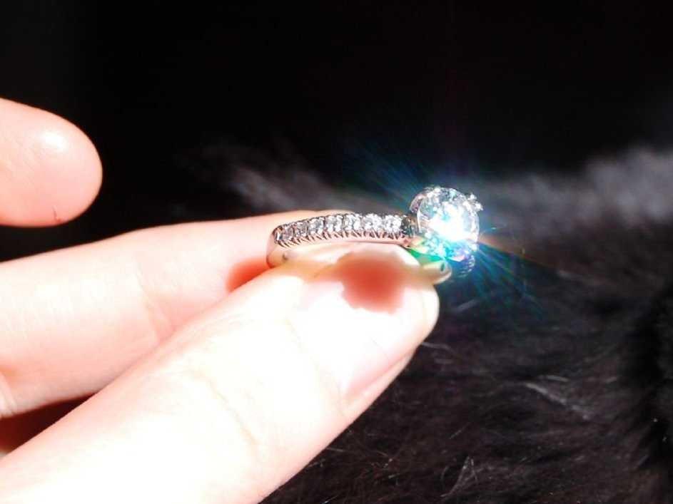 diamond-reflecting-in-the-light-sparkly.jpg