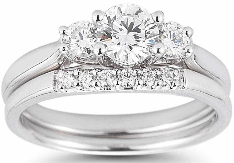 ROUND BRILLIANT 1.00 CTW VS2 CLARITY, I COLOR DIAMOND PLATINUM THREE STONE WEDDING SET