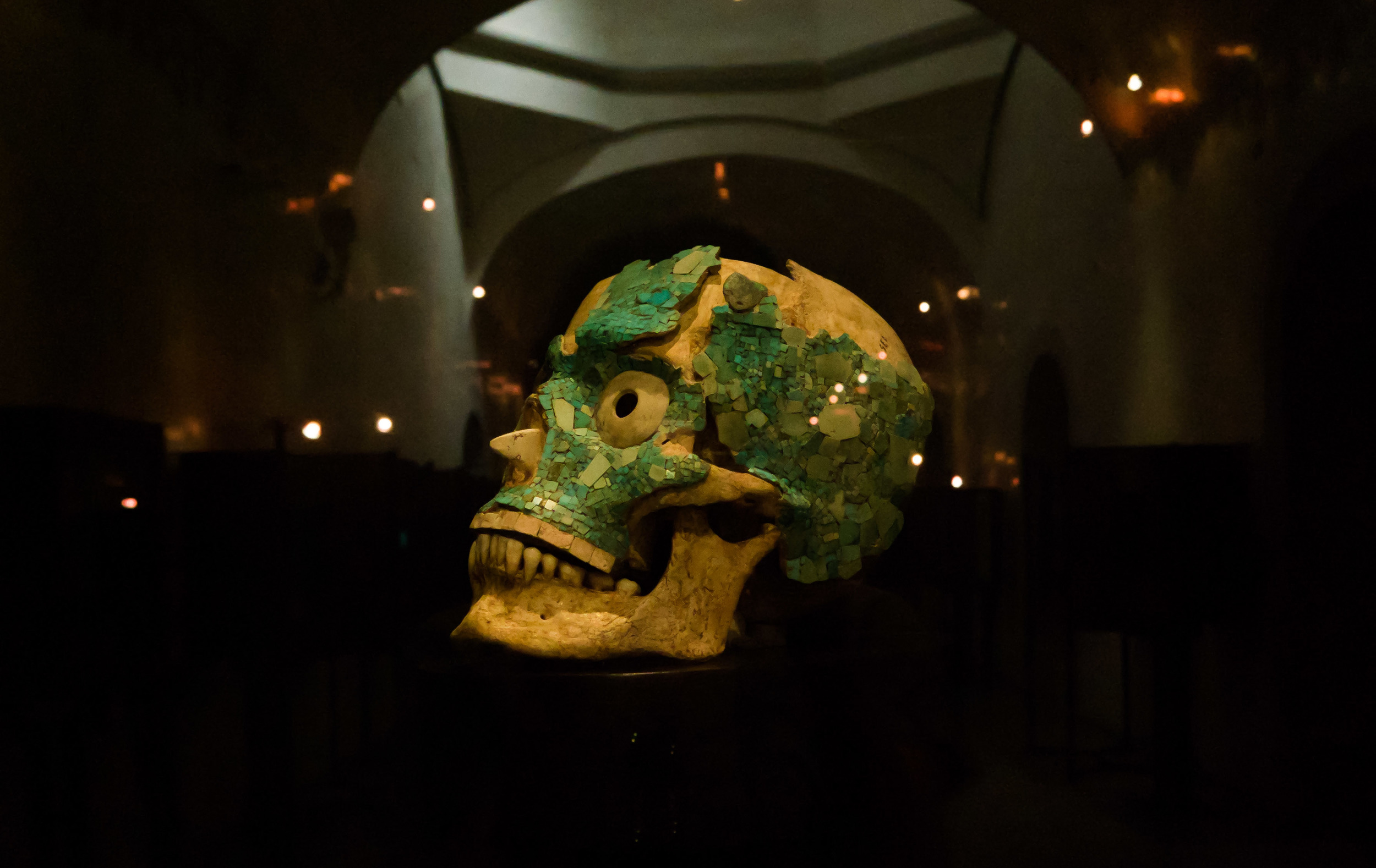 Decorated skull founded in tomb 7.