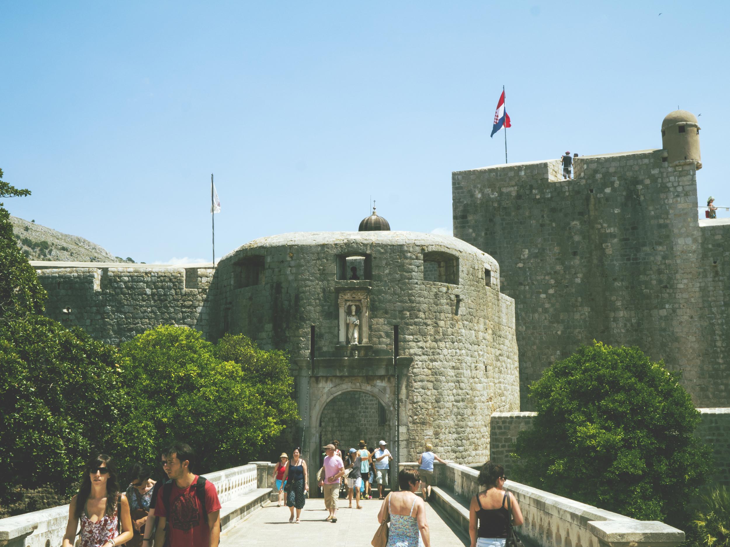 La entrada principal a la ciudad vieja de Dubrovnik,