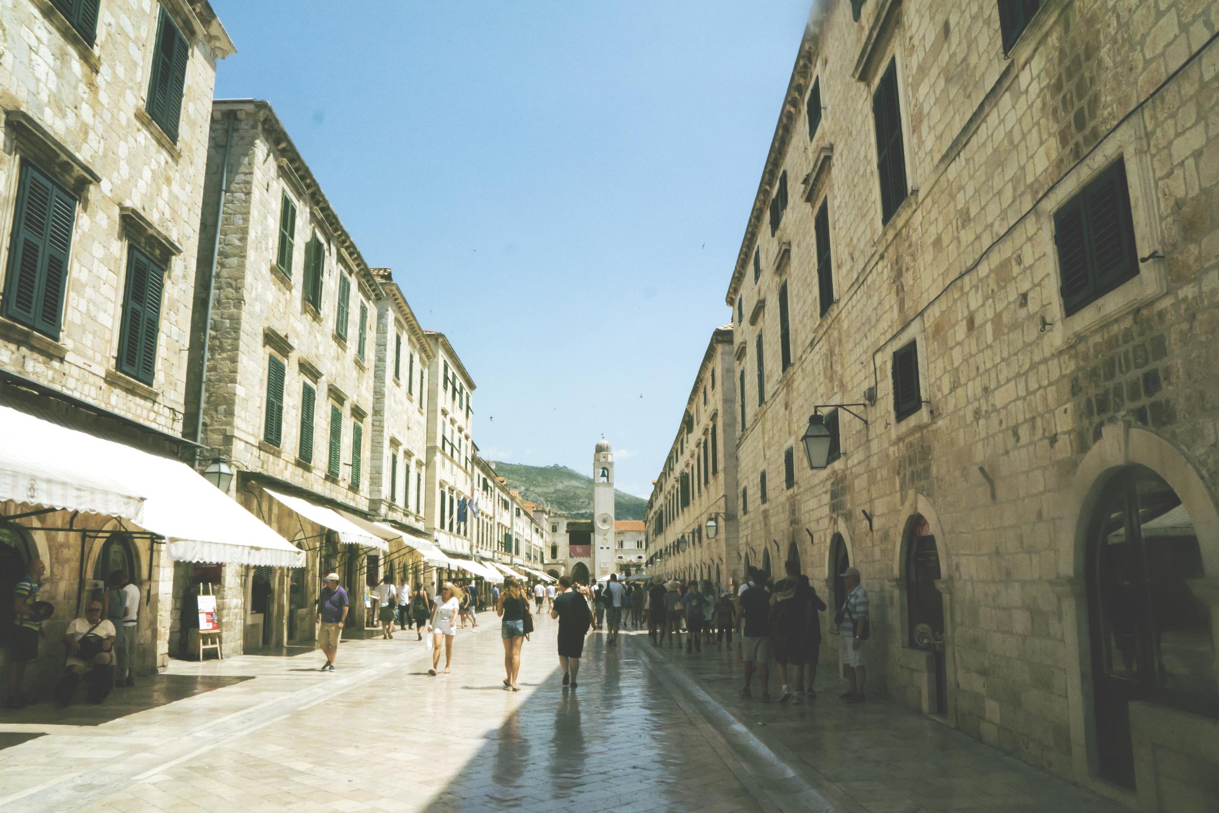 La calle Placa o Stradun. Una de las calles principales de la ciudad.