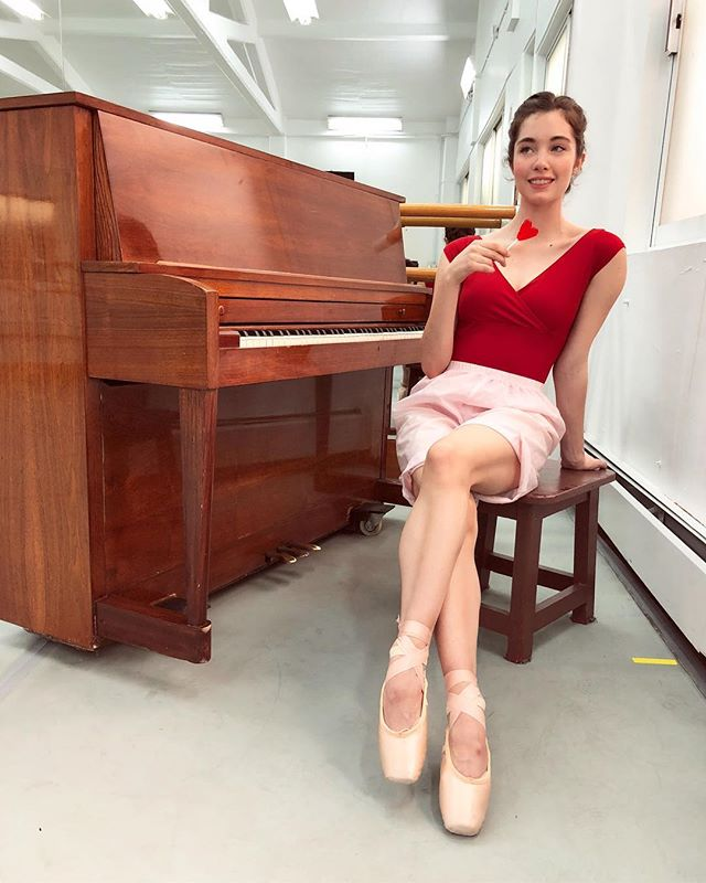 Feliz día a todos!!! 💕❤️💘 XOXO • #valentinesday #love #ballerina #dance #explore #bemine