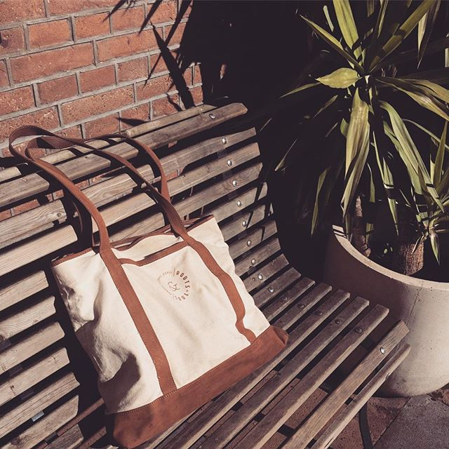 Urban jungle 🌿life. I don't move around this town without my 'Big-Ass-Shopper'.🙌Handmade in Nicaragua from leather and canvas, rocking the streets of sunny ☀️ Amsterdam.