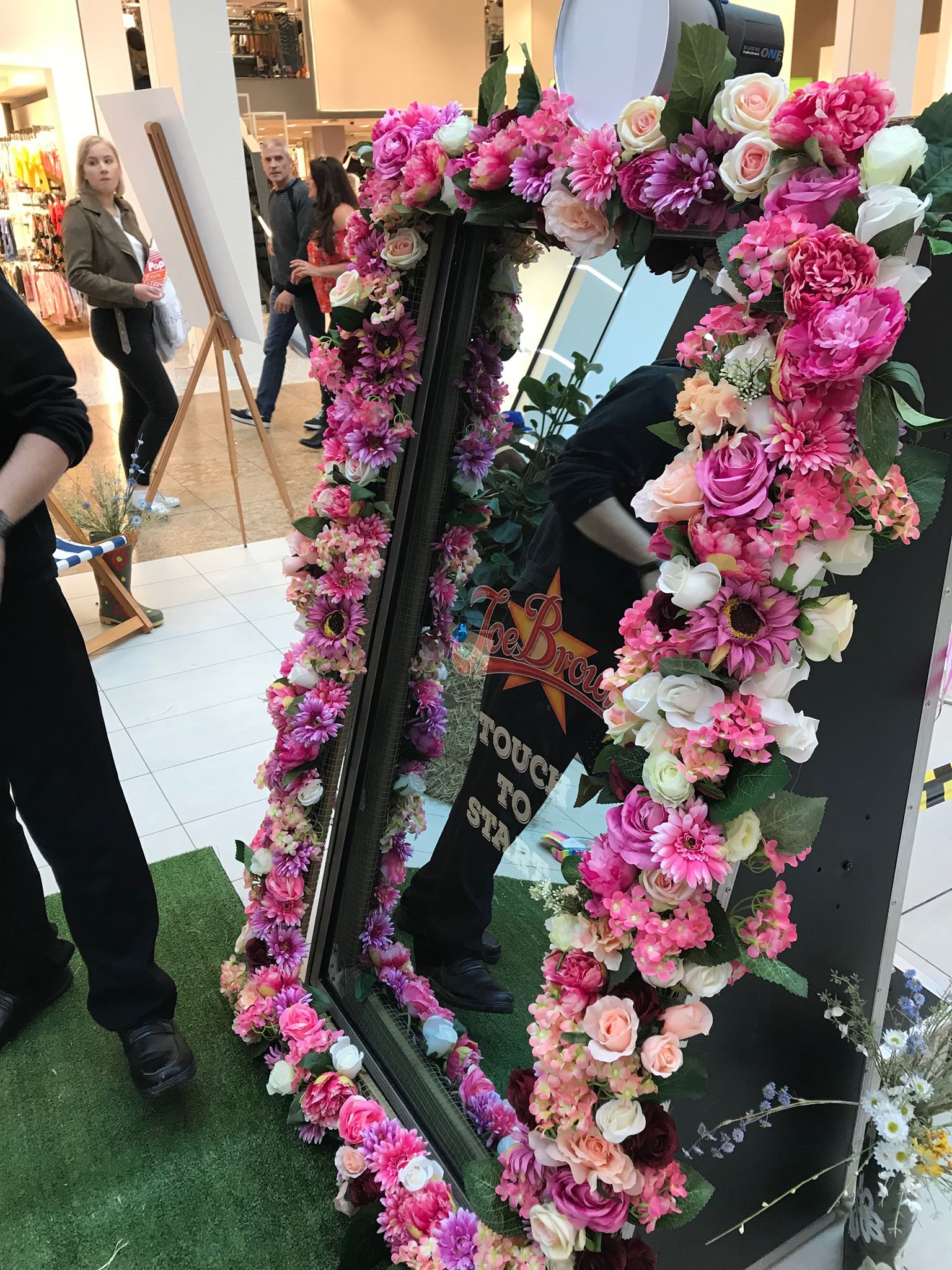Magic mirror in Meadowhall Sheffield for Joe Browns