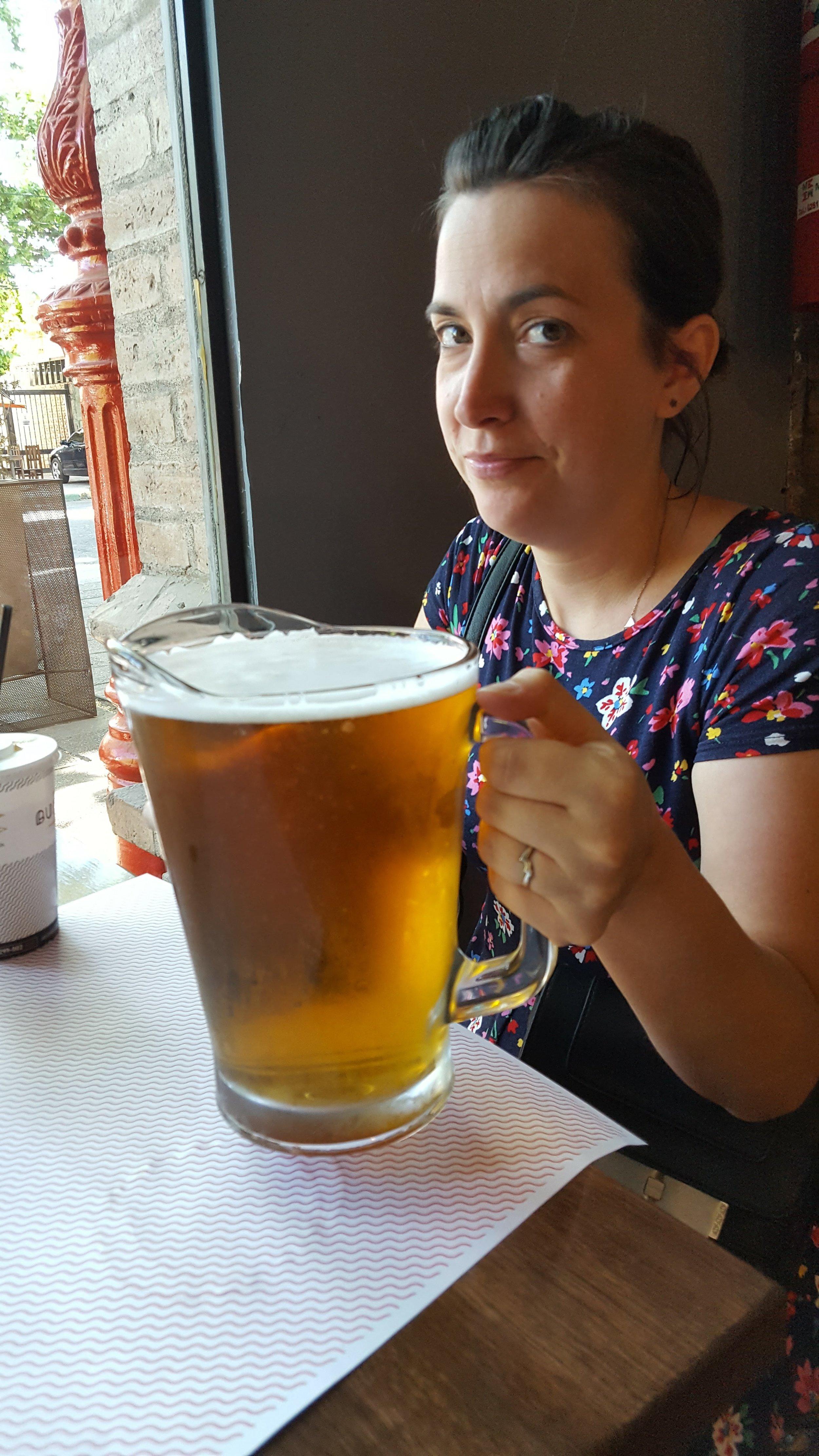 """""""Una carafe de cerveza por favour"""""""