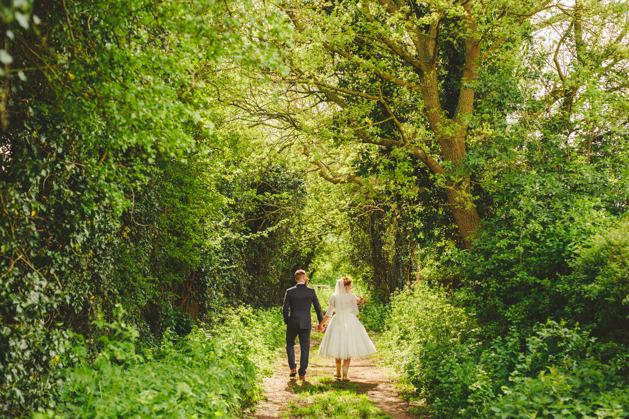 creative-informal-wedding-photographer-uk-camera-hannah-14.jpg