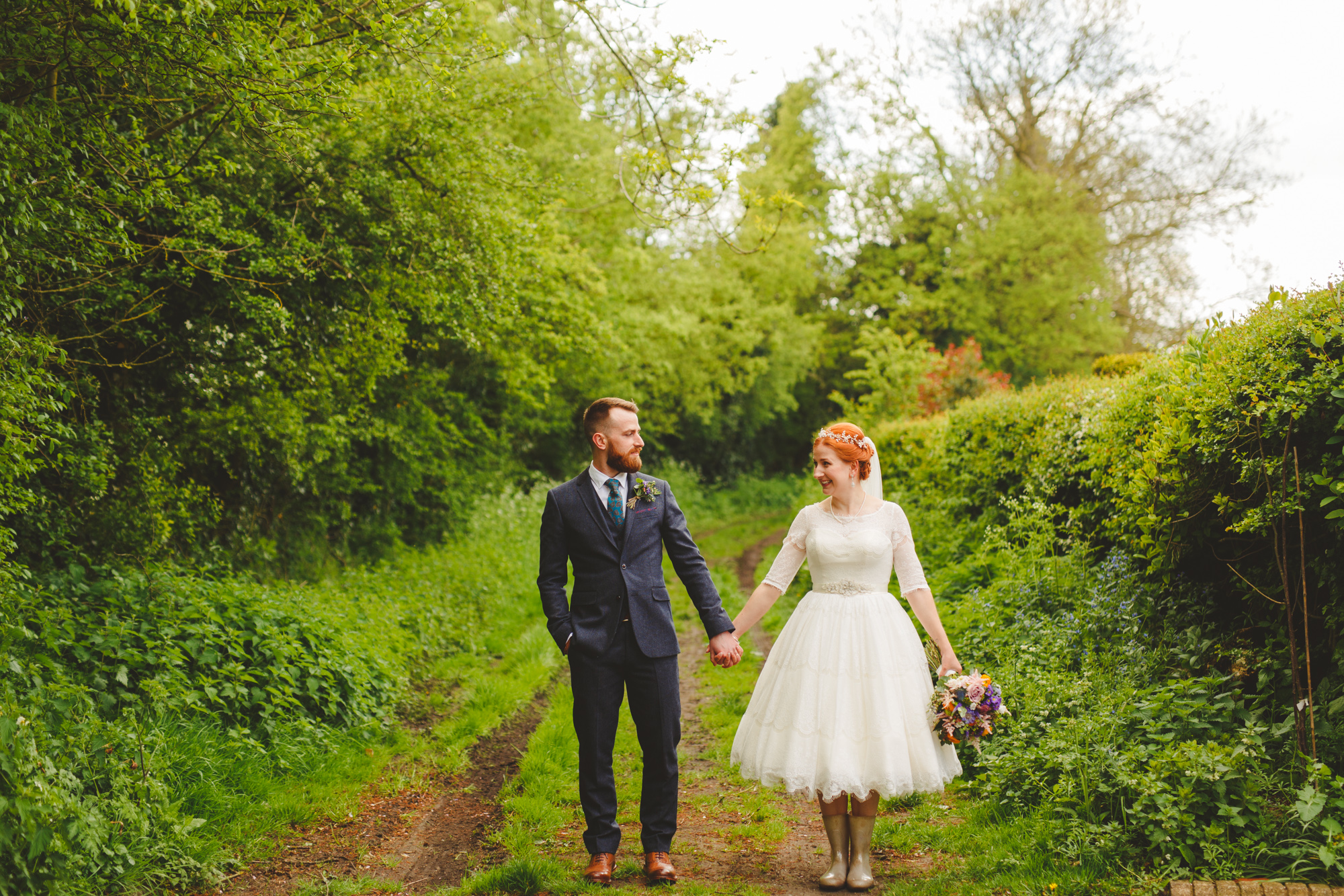creative-informal-wedding-photographer-uk-camera-hannah-17.jpg