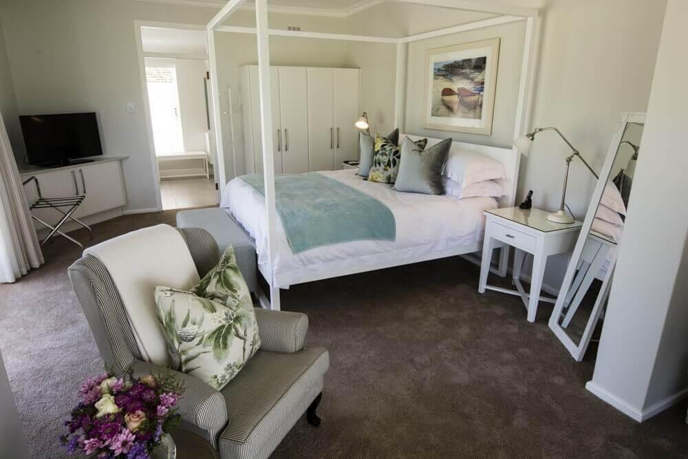 Lakeside Lodge Luxury Accommodation.jpg