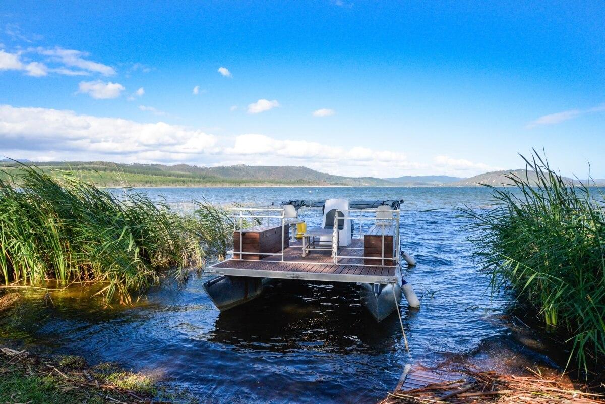 Lakeside-Lodge-and-Spa-Wilderness-wine-tasting-boat-cruise.jpg