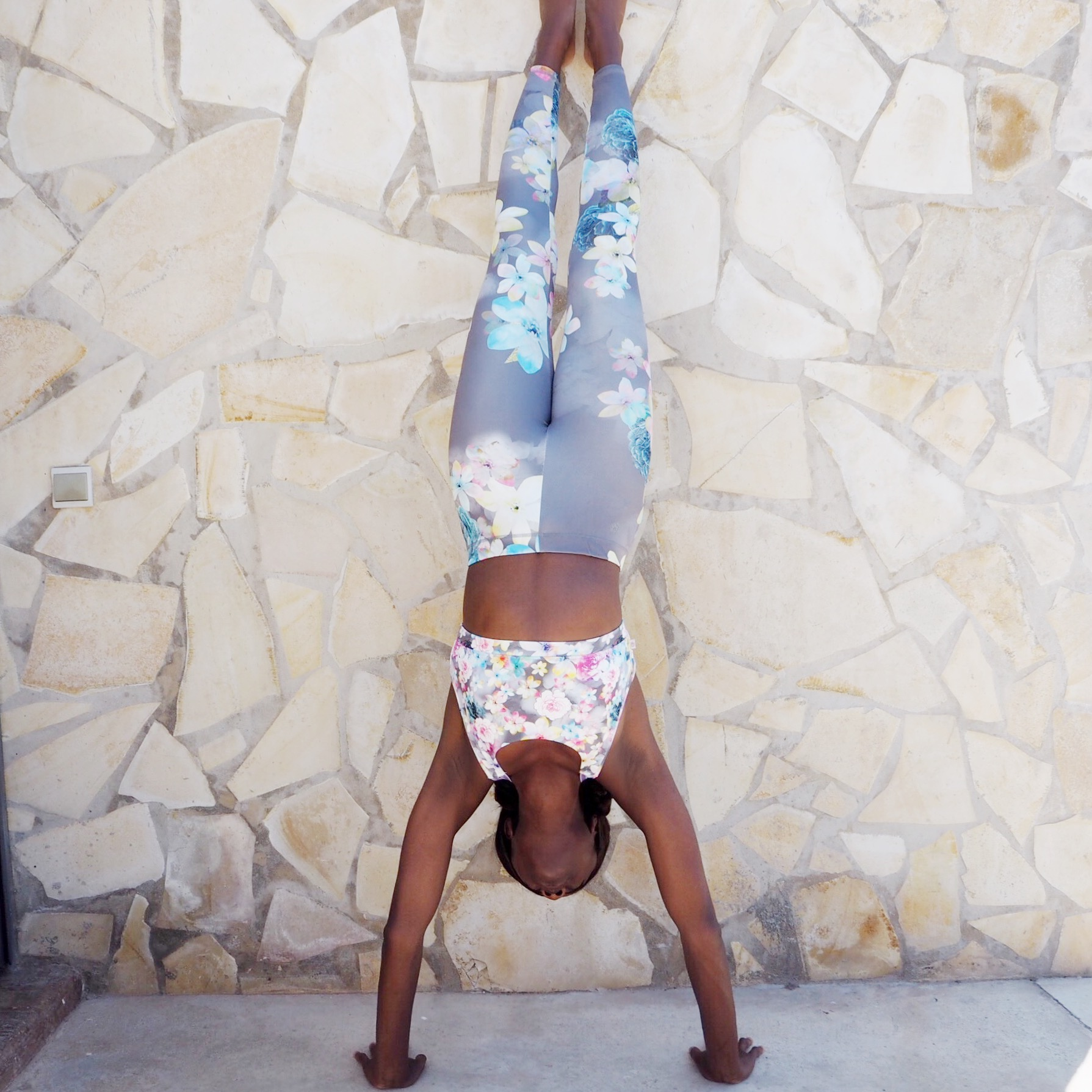 Hand stand wearing accessorize