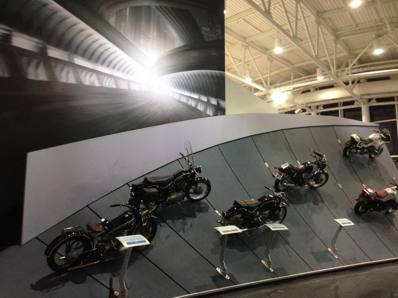 Motorcycle_curved.jpg